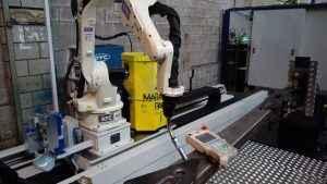 OTC Daihen robotas FD-B4L važinėjantis ant 10 m. bėgio su Siegmund surinkimo stalais
