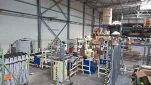 Packaging line, integrated packet-handling robot