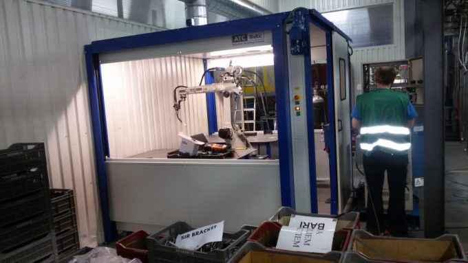 Renewed robot cell