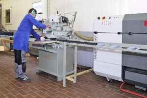 Dustomat 4 prie plastiko pjovimo staklių
